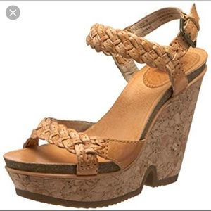 ISO Frye Braylin sandals size 6, any color